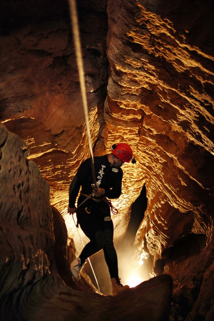 DW_1_Abyss_Guy_Abseiling_Looking down tomo_Port