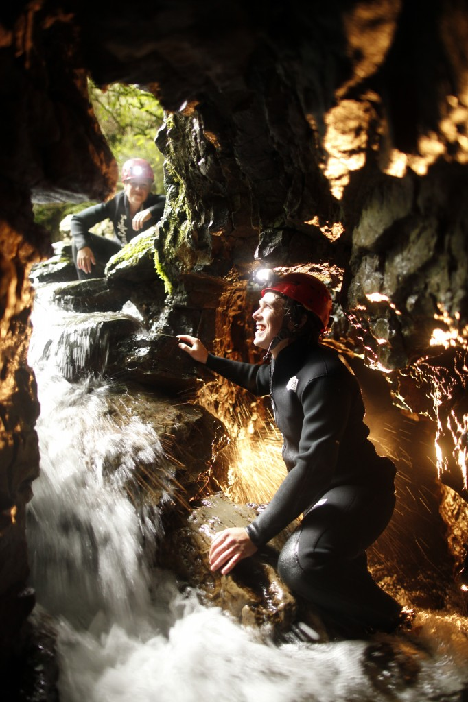 DW_Abyss_Couple_Climbing up exit waterfall